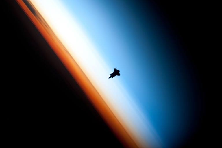 Endeavour_silhouette_STS-130